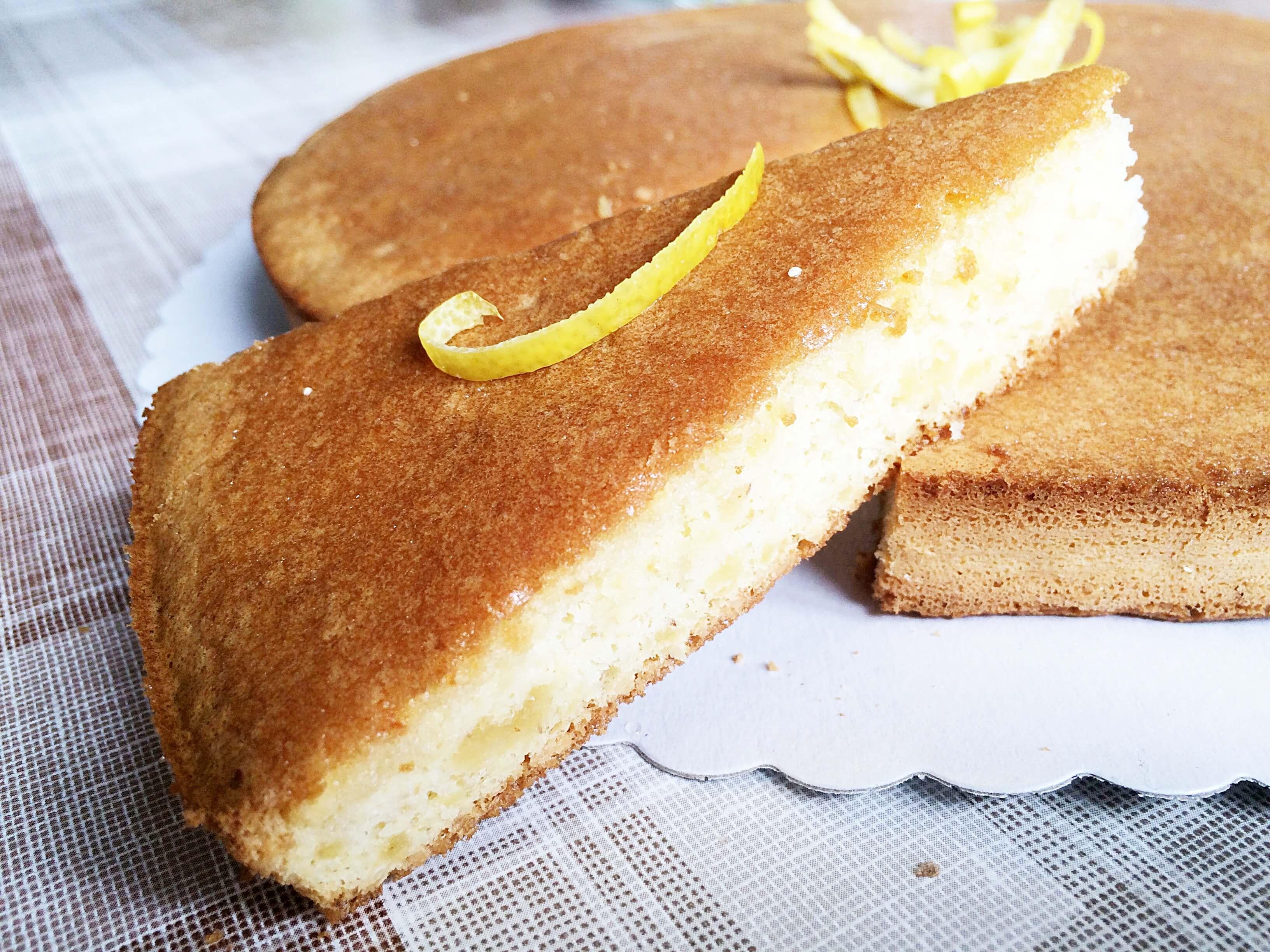 Lemon Drizzle Cake – gesunder Zitronenkuchen ohne Mehl, Zucker oder Butter