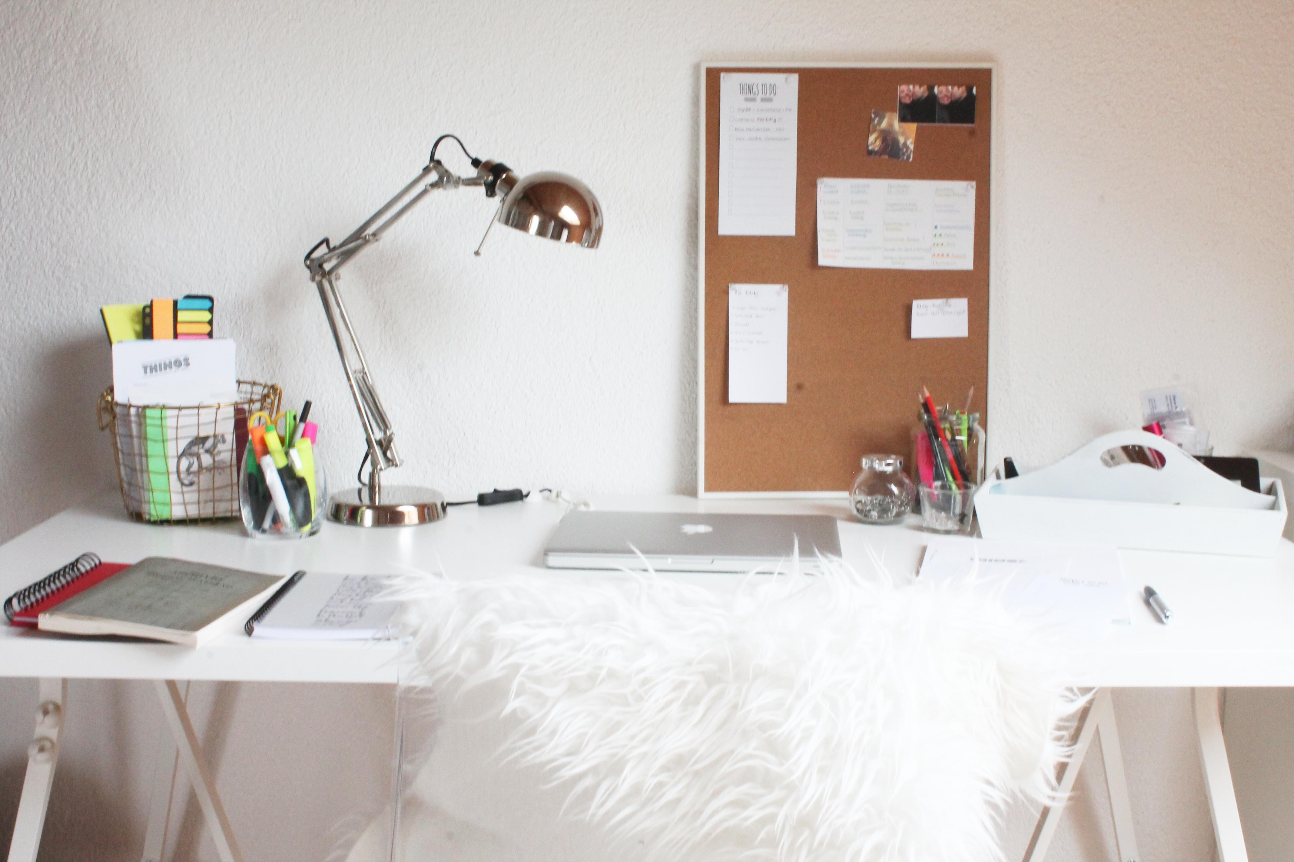 Ikea_White_Schreibtisch