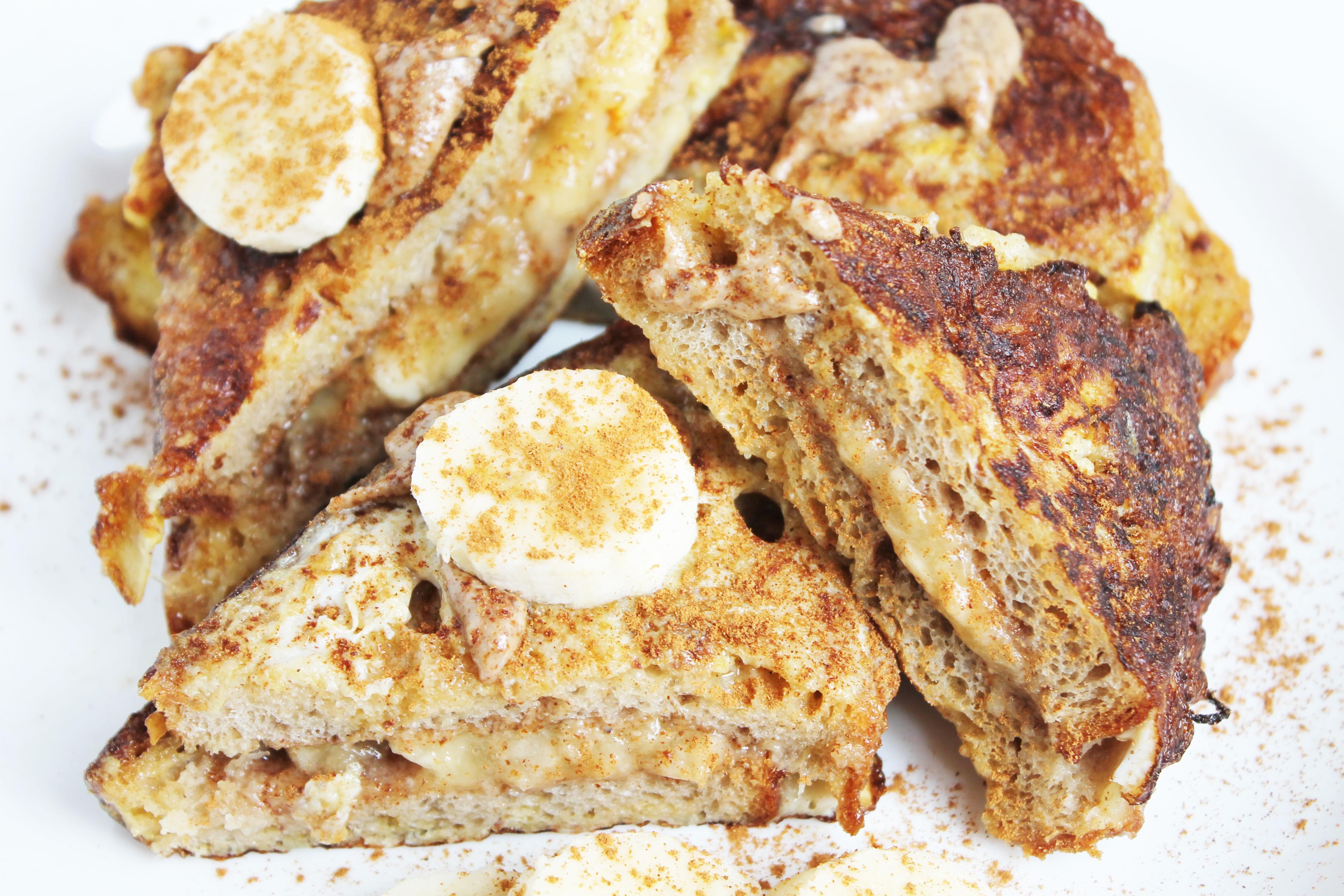 French Toast mit Banane und Mandelbutter