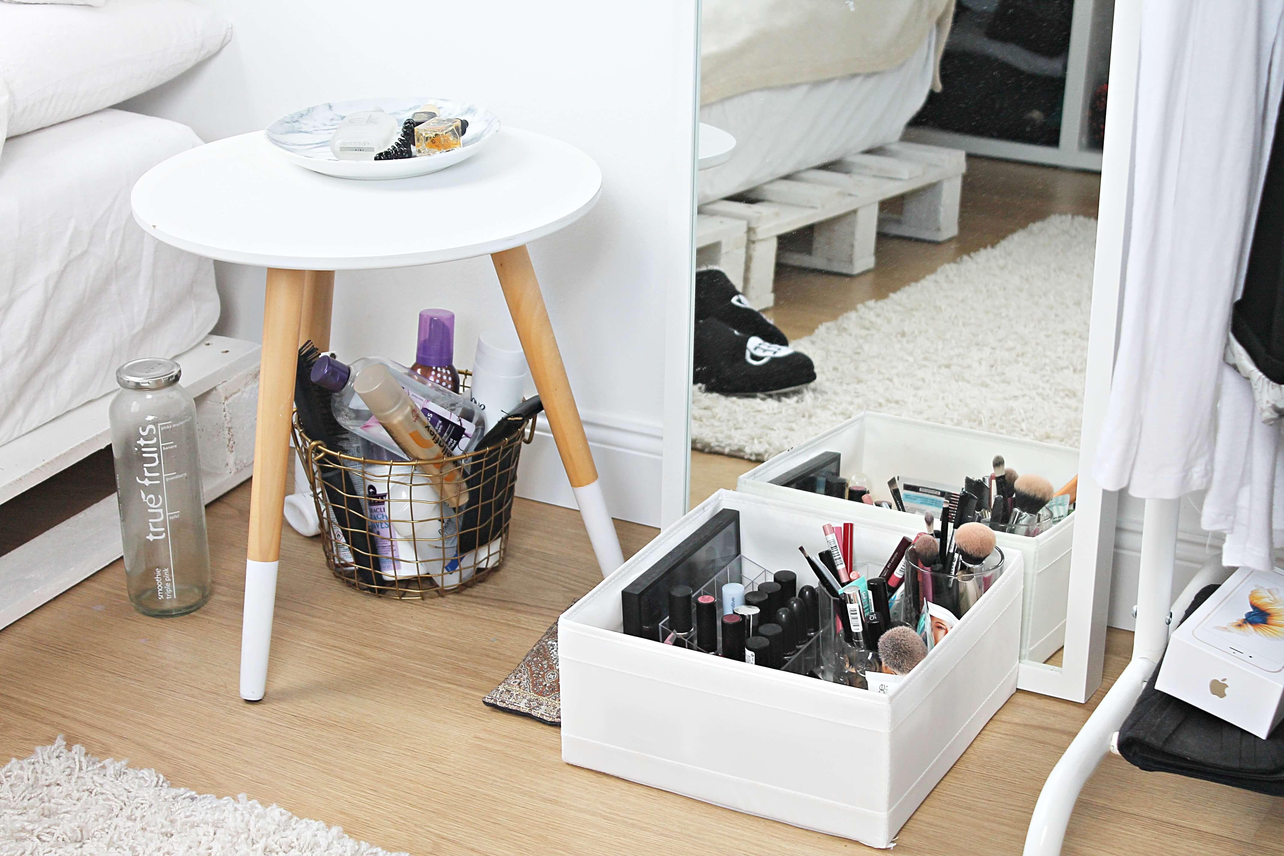 nachttisch interior einrichtung do live. Black Bedroom Furniture Sets. Home Design Ideas