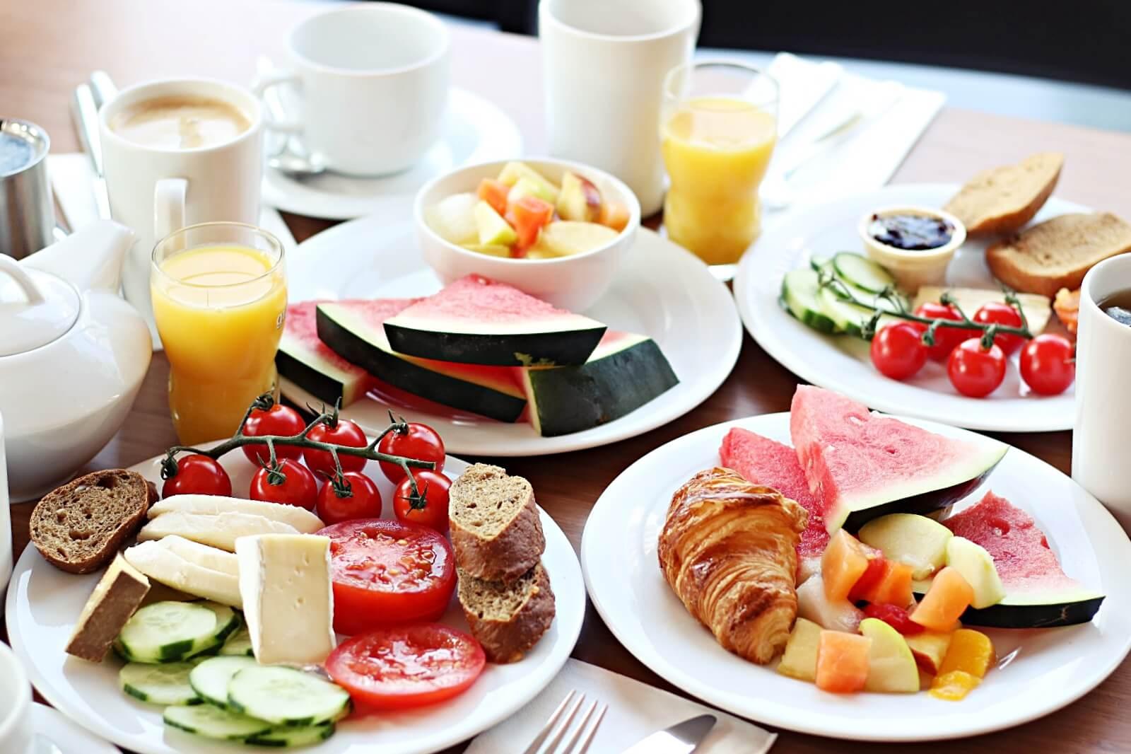 breakfast-holidayinn-alexanderplatz