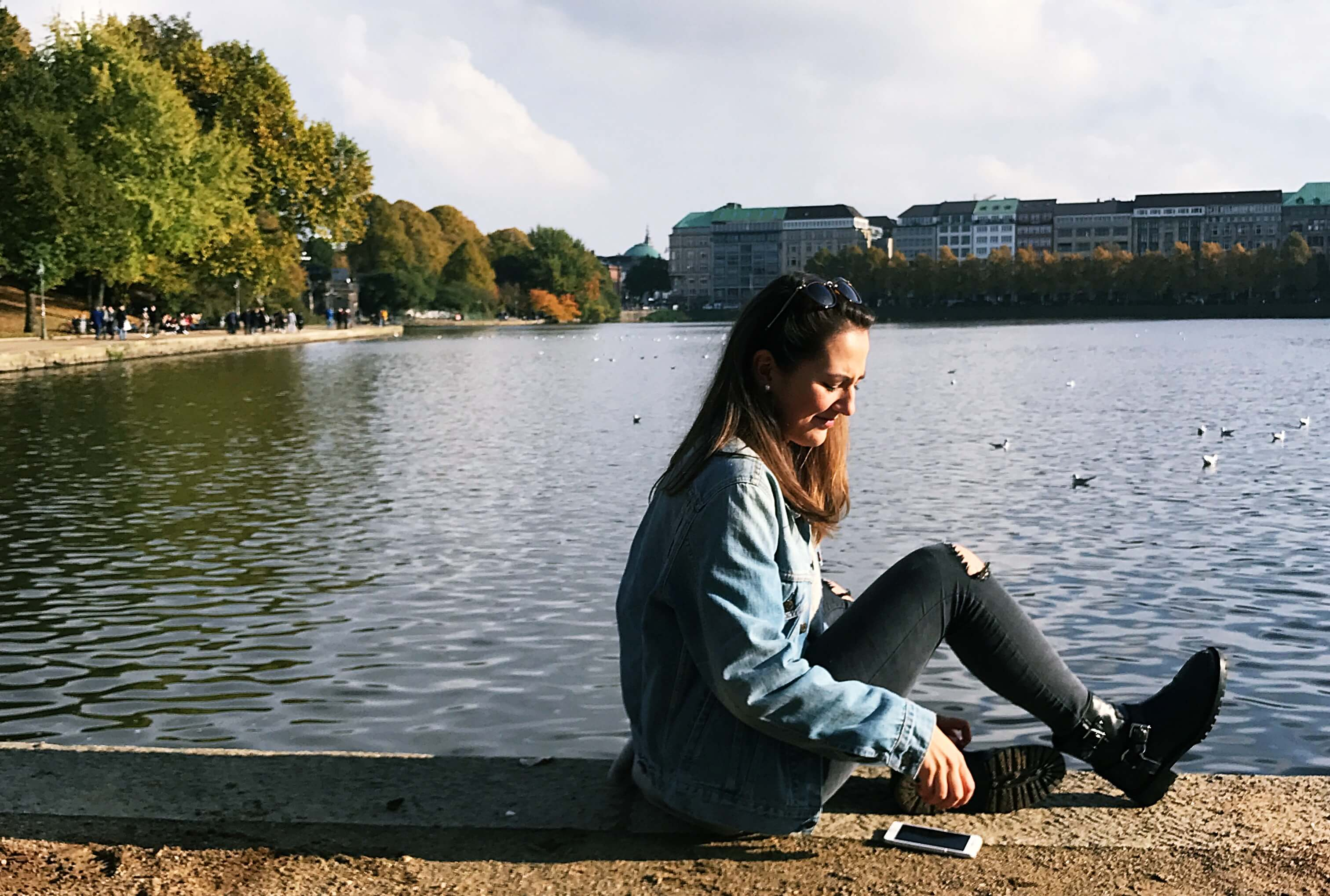 hamburg-binnenalster-diana-scholl-fithealthydi-outfit-levis