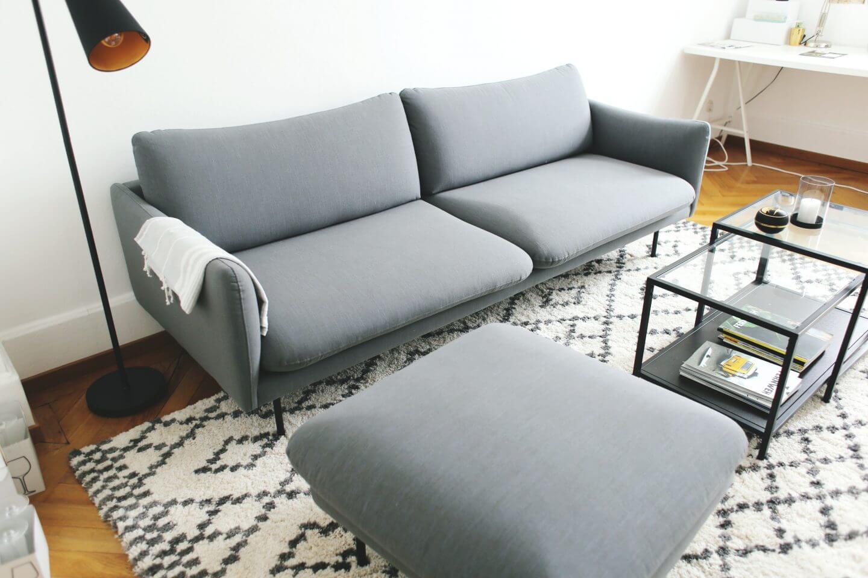 Interior sneak peak wohnzimmer und sofaecke for Couch quietscht