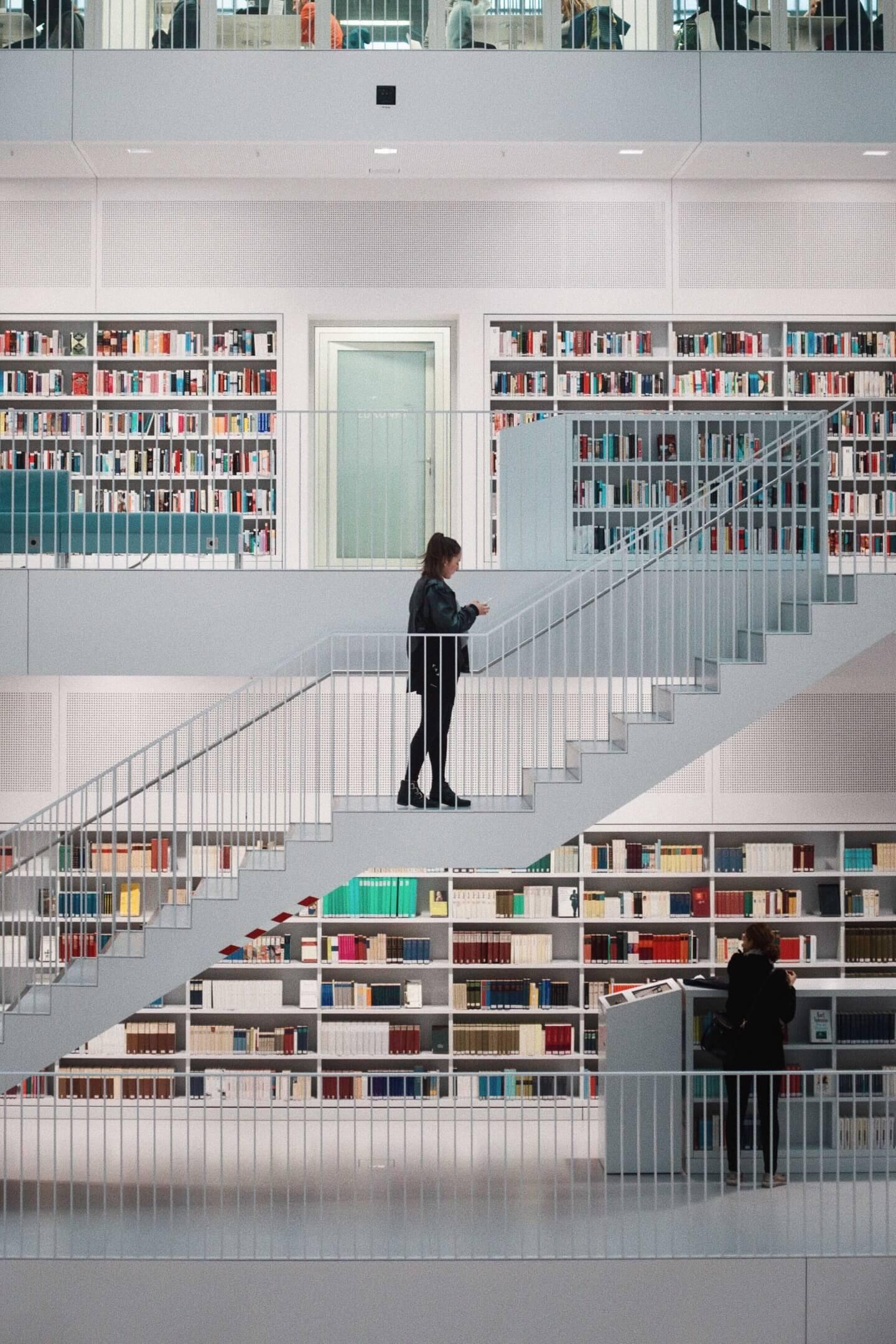 doandlive-studium-crossmedia-redaktion-hdm-stuttgart-bibliothek